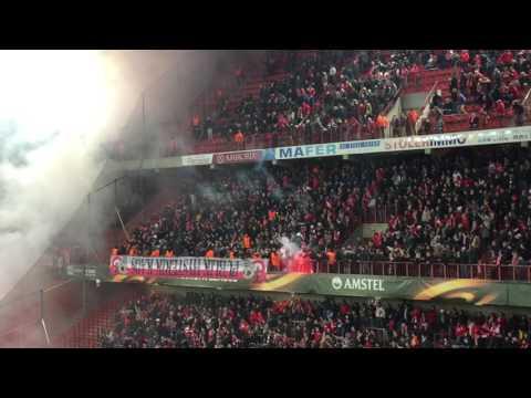 Ajax-fans steken bengaals vuurwerk af op Sclessin
